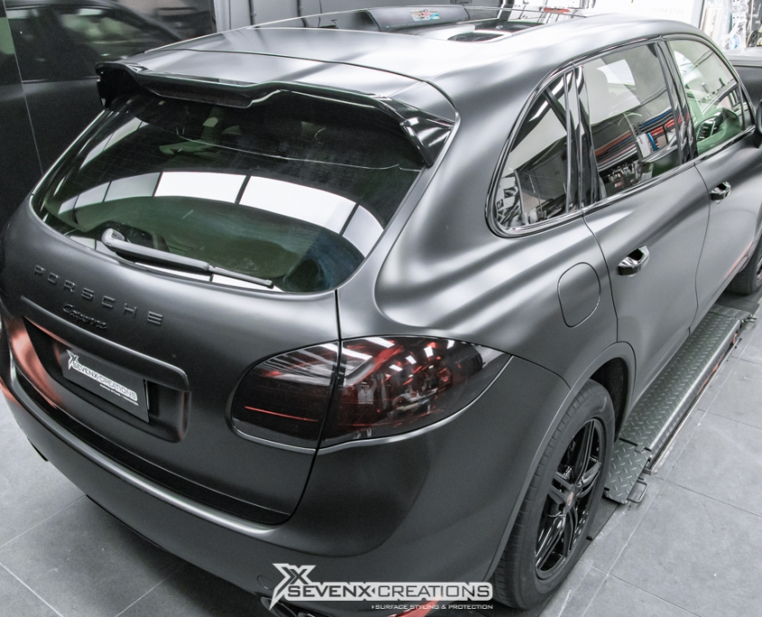 Porsche Cayenne Avery Satin Black wrap 15