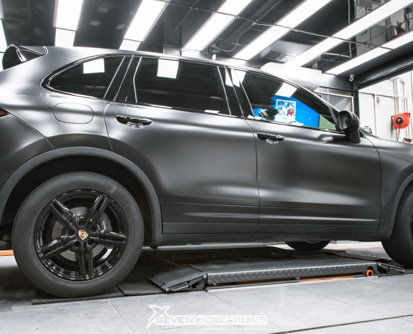 Porsche Cayenne Avery Satin Black wrap 31
