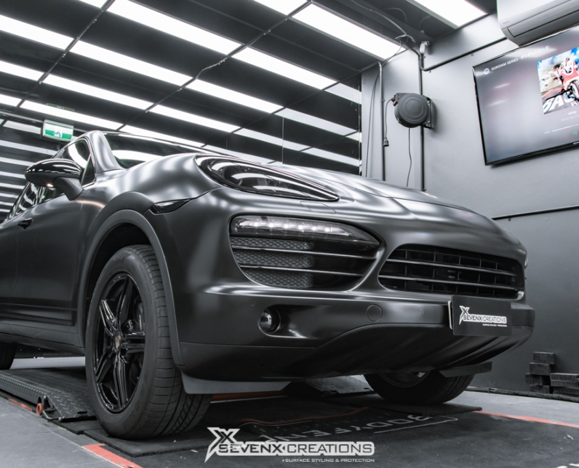 Porsche Cayenne Avery Satin Black wrap 4